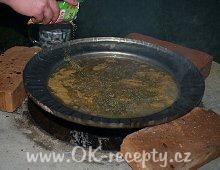 Chalupářské mleté maso s pivní omáčkou