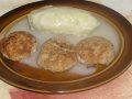 Cuketobramborový knedlík s česnekovou  omáčkou a karbanátky + foto