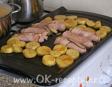 Grilovací klobásky se sýrem a slaninou + foto postup