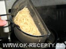 Špagety s kuřecím masem a smetanovými rajčaty + foto postup 100/4