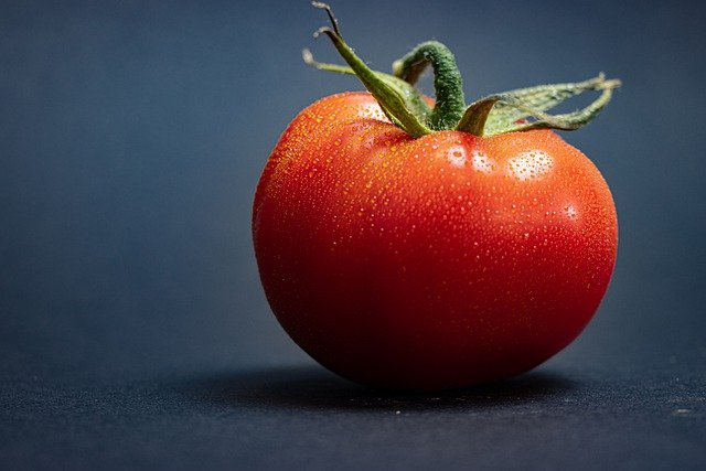 Tomato Red Dew Water Droplets  - marcohof81 / Pixabay